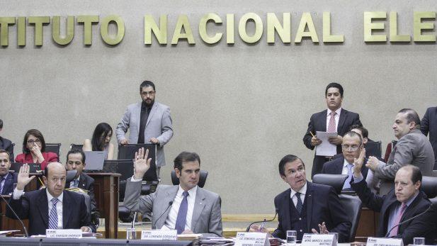 INE aplaza aprobación de dictámenes de fiscalización