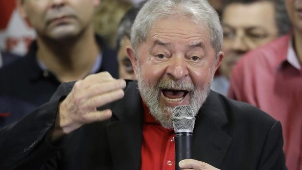 Juez bloquea cuentas y propiedades de Lula