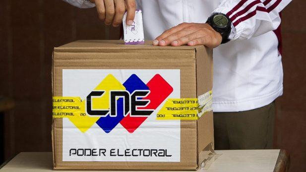 Partidos opositores inscriben candidatos a elecciones de gobernadores en Venezuela