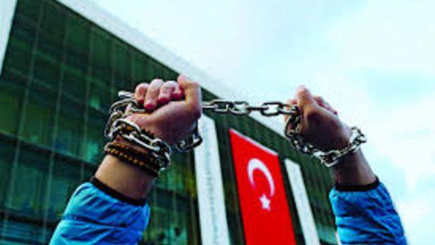 Policía de España detiene a periodista a petición de gobierno de Turquía