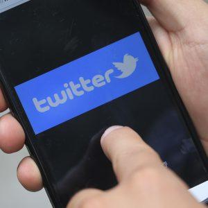 Juez ordena a presidente municipal desbloquear a usuario de Twitter