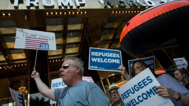 El Supremo estadounidense reautoriza provisionalmente el veto de Trump sobre los refugiados