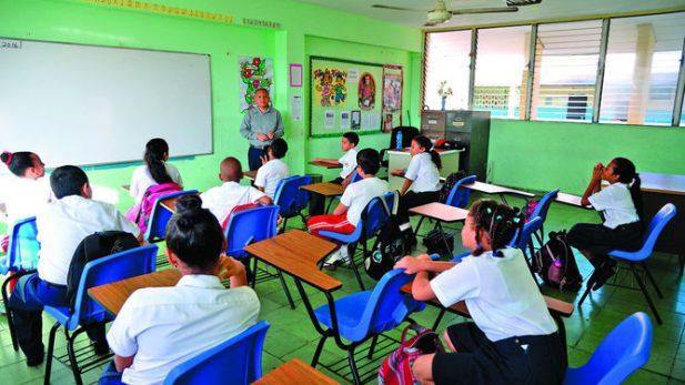 El sistema de educación pública de México se desarrolló a partir del Estado y hasta el presente se conserva como una entidad bajo control eminentemente burocrático.