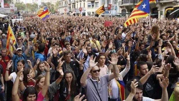 Sindicatos y organizaciones sociales convocan a una Huelga General en Cataluña — España