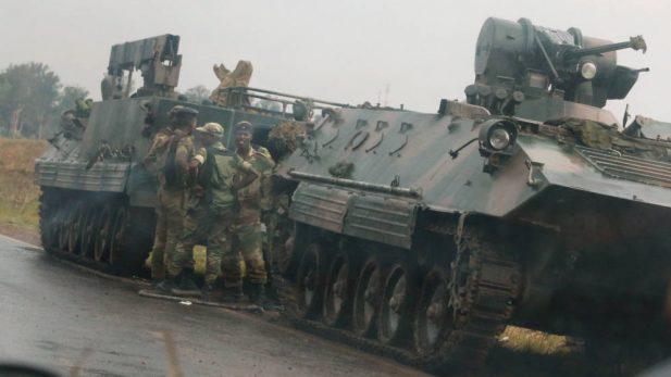 El ejército toma el control de Zimbabue, pero niega golpe de Estado