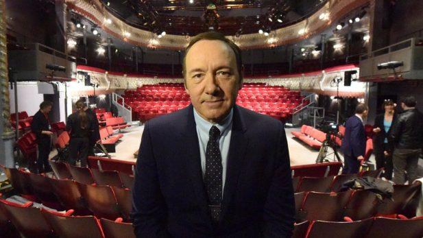 Trabajadores del teatro Old Vic de Londres denuncian a Kevin Spacey