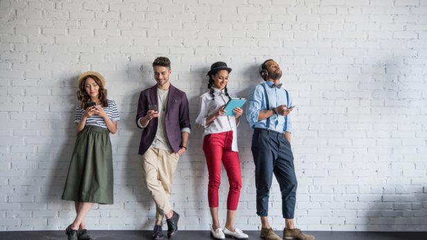 """Desde la cerveza, al sexo, pasando por las vacaciones, los millennials están """"matando"""" cantidad de costumbres, formas de vivir o de consumo que hasta hoy conocíamos."""