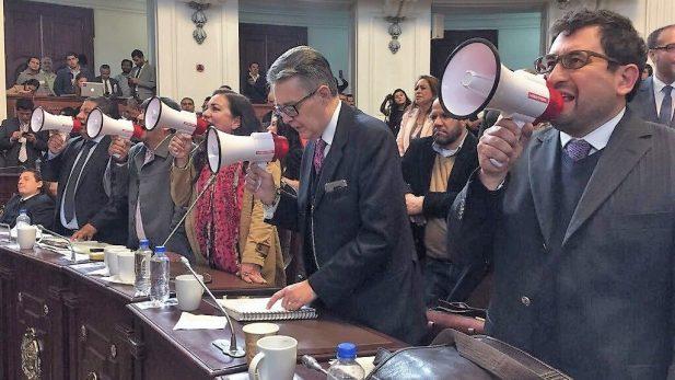 Siguen actitudes degradantes en Cámara de Diputados; hubo megáfonos