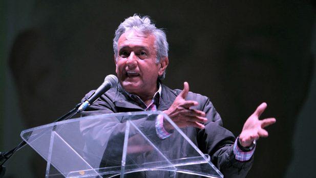 Morena pone cuadros a delegados; AMLO dice que no viviría en Los Pinos