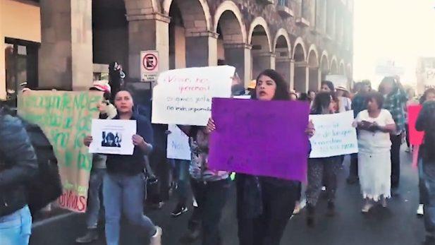 Protestan en calles de Toluca por el asesinato de Rosalinda Estefhanie