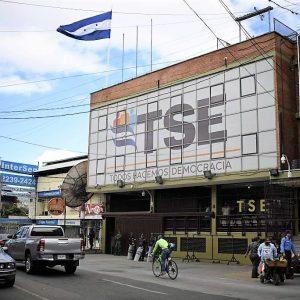 Se vislumbra una solución a la crisis hondureña, con un recuento de votos
