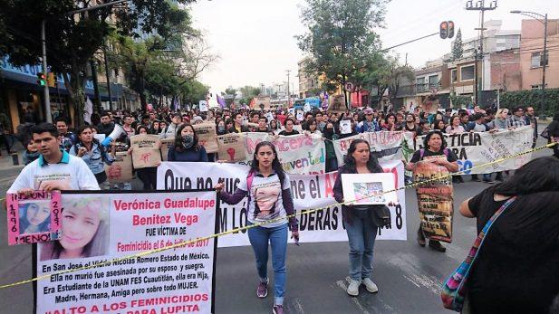 Denuncian padres de joven muerto en CU, que las autoridades son omisas
