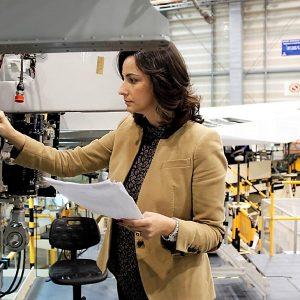 Empleo femenino récord en 2017, pero aún inferior al masculino en 20%