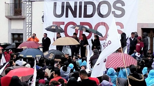 Ofrece López Obrador apoyos a maestros y al campo colimense