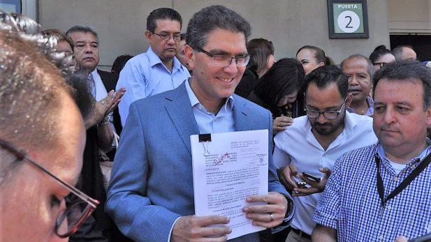 Impugna Ríos Piter decisión del INE de no registrarlo como independiente