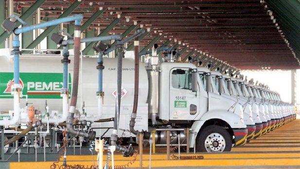 Suspenden a 8 trabajadores de Pemex por presunto robo de combustible