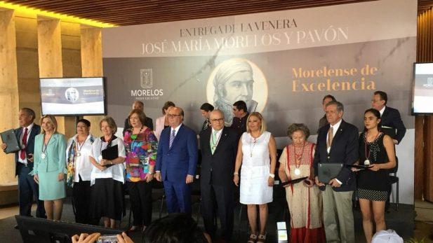 Entregan Venera José María Morelos y Pavón a distinguidas personalidades