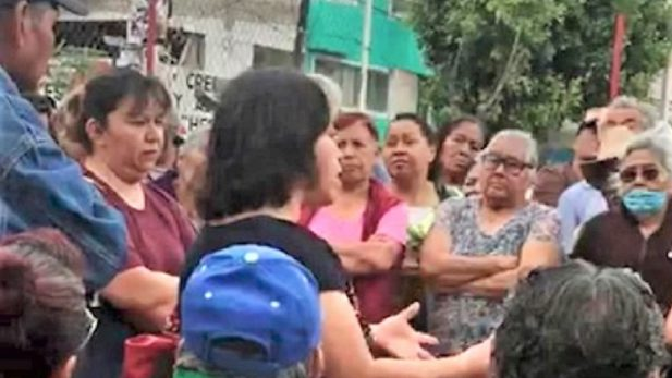 Captan a funcionaria de Sedeso haciendo proselitismo por Morena