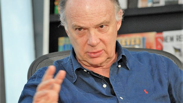 Popuilismo liga al líder con el pueblo en desdoro de la democracia: Krauze