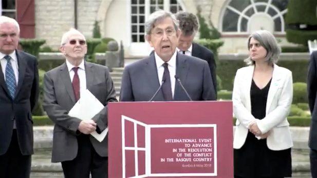 Asiste Cuauhtémoc Cárdenas a ceremonia de desmantelamiento de ETA