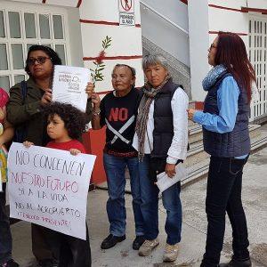 Ejidatarios de Atenco protestan contra NAIM frente a casa de transición de AMLO