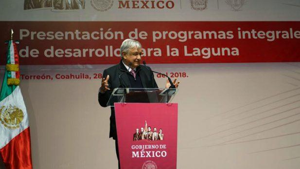 Gritan a AMLO 'soy tu fan' en vuelo rumbo a Torreón
