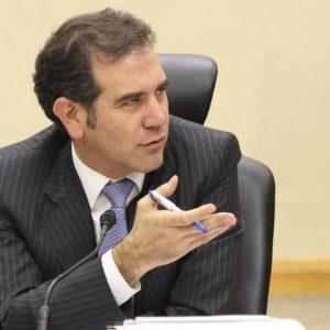Llama Córdova a defender al INE; nunca había enfrentado un clima tan hostil, afirma